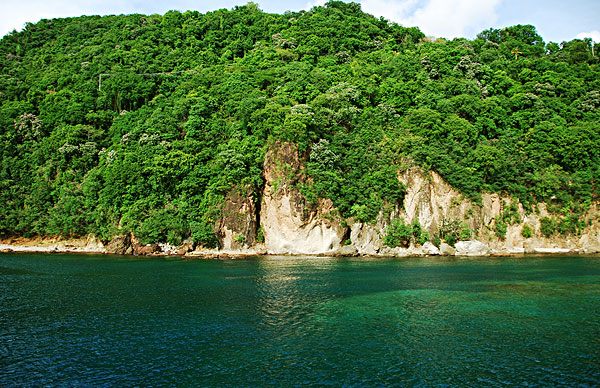 dominica, roseau, blue turquoise water south of roseau